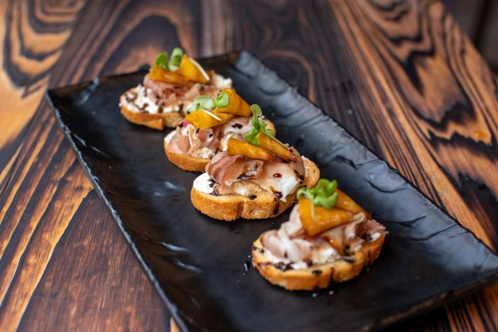 Grilled Peach Prosciutto Crostini