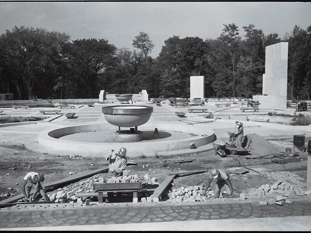 Construction Of Memorial 1965 Warren K Leffler