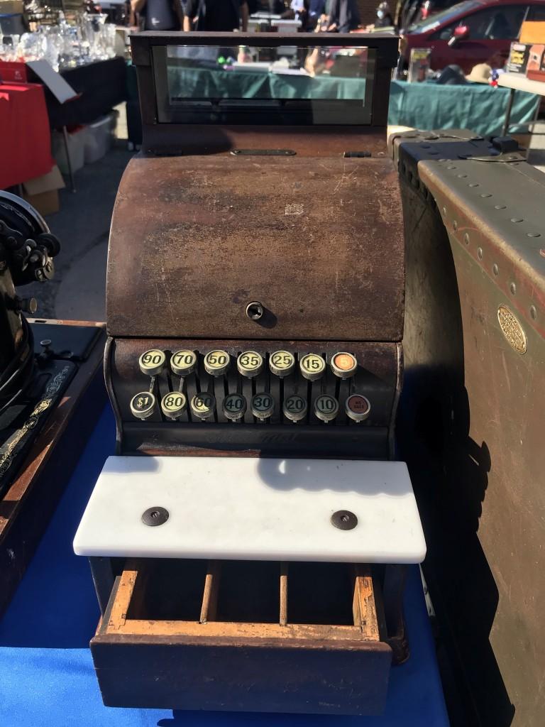 Vincenzos Vintage Typewriter 1